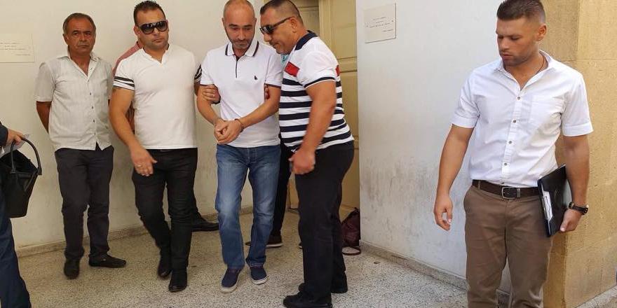 Yaşar Akdoğan avukatı azletti!