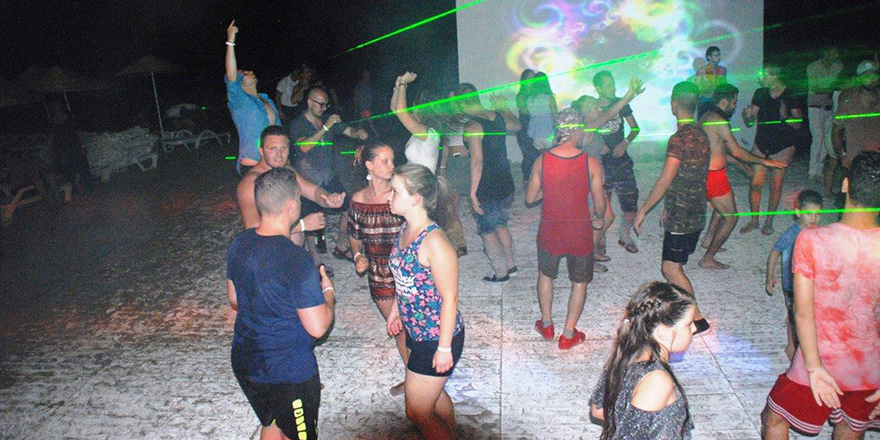Beach Club'ta eğlence tam gaz
