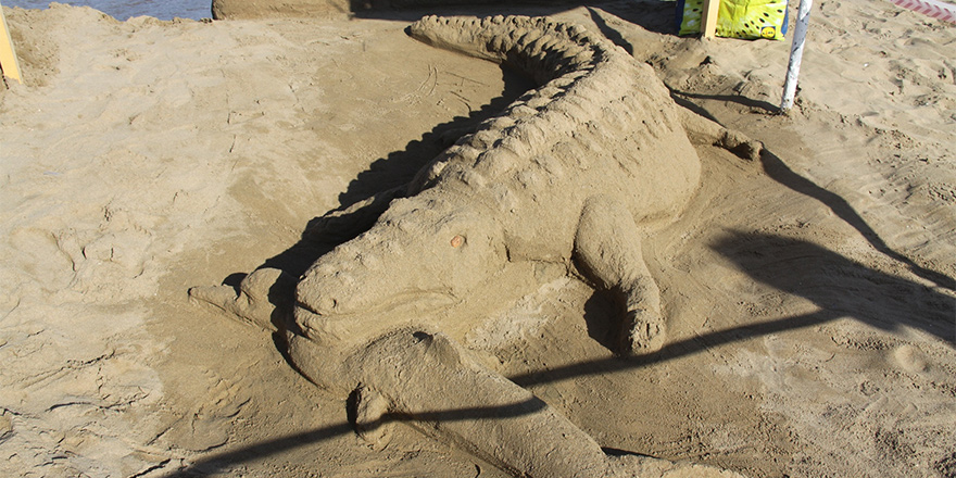 Kumdan heykeller yarıştı