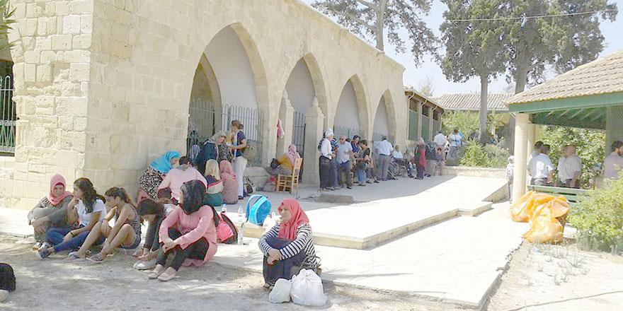 Hala Sultan'da 604 kişi ibadet etti