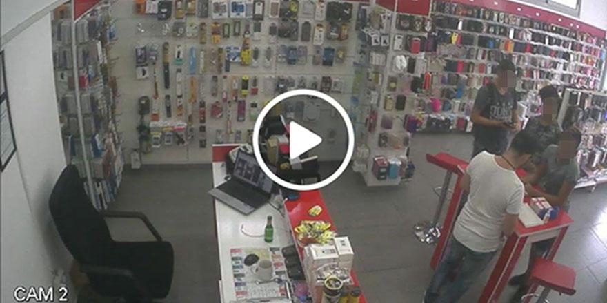 Hırsızlık anı kamerada!