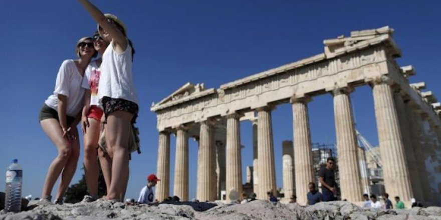 10 günlük tatilden Yunanistan'a 500 milyon lira