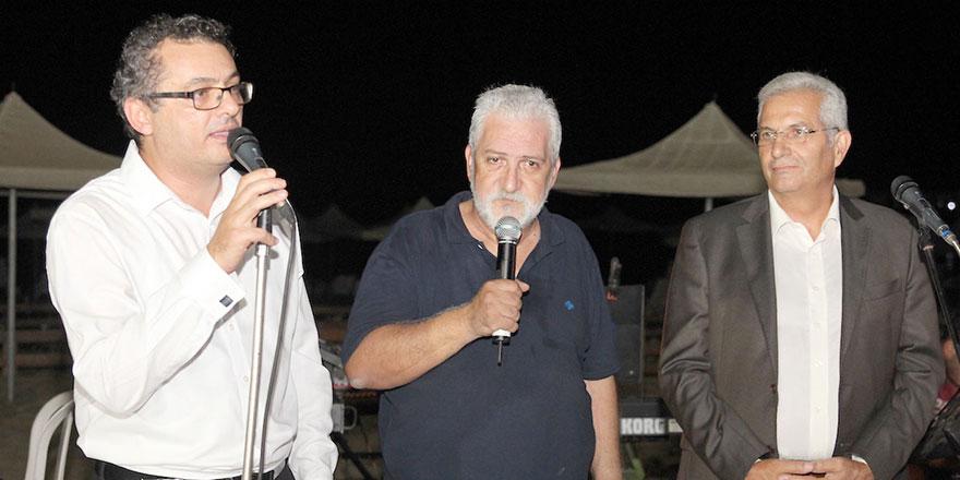 """""""Kıbrıs bölünemeyecek kadar küçük, barışa sevdamız büyük!"""""""
