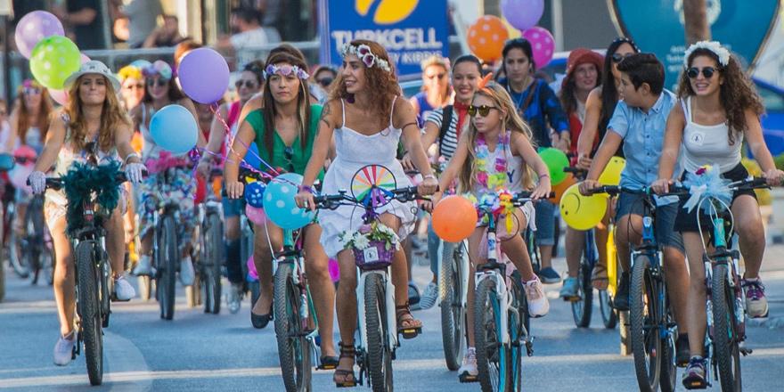 """""""Süslü Kadınlar Bisiklet Turu"""" bugün"""