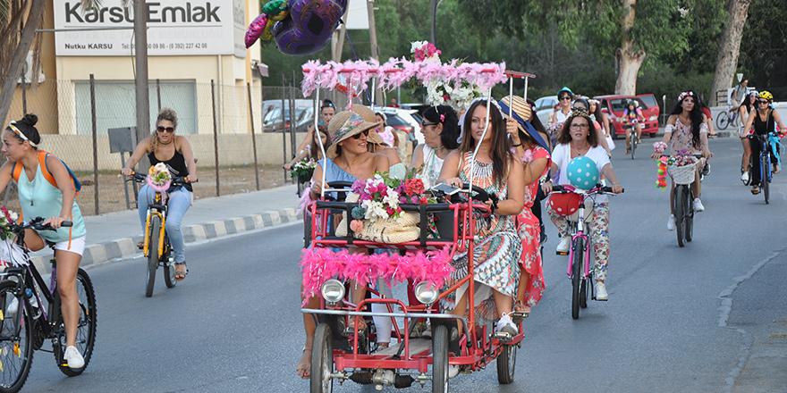 """""""Süslü Kadınlar""""la bisiklet farkındalığı"""
