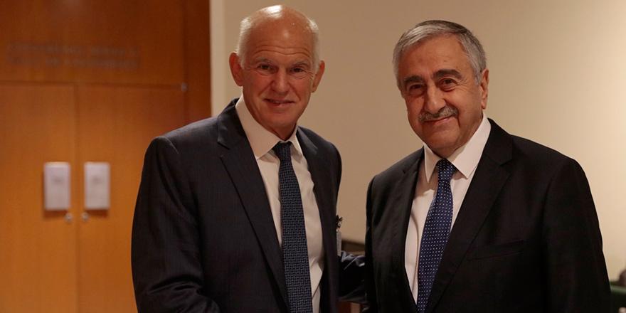 Papandreu'dan Rum siyasilere yanıt