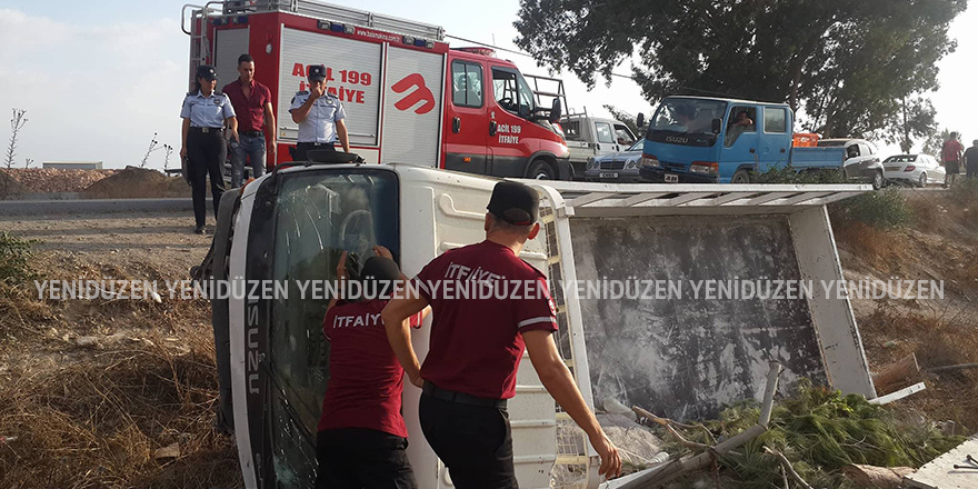 Van araç devrildi, sürücü sıkıştı!