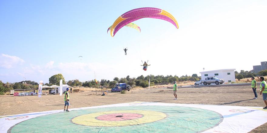 Yamaç paraşütüne hava engeli