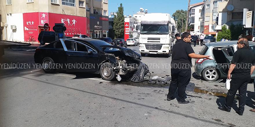 Korkutan kaza trafiği felç etti