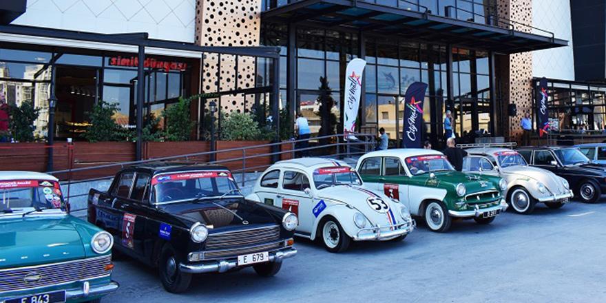 Klasik otomobiller City Mall'da sergilendi