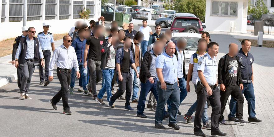 24 mülteciden 22'sine 7 gün hapis cezası...