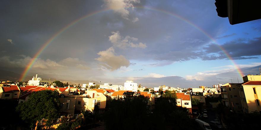 Gökkuşağı Kıbrıs'ı sardı
