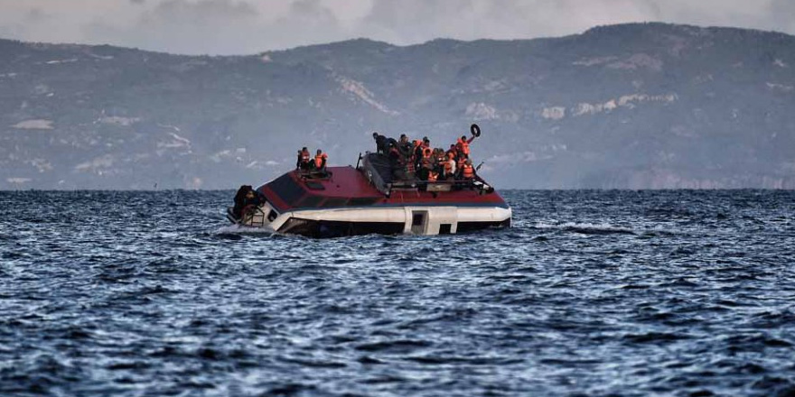 Mülteci gemisi fırtınaya yakalandı