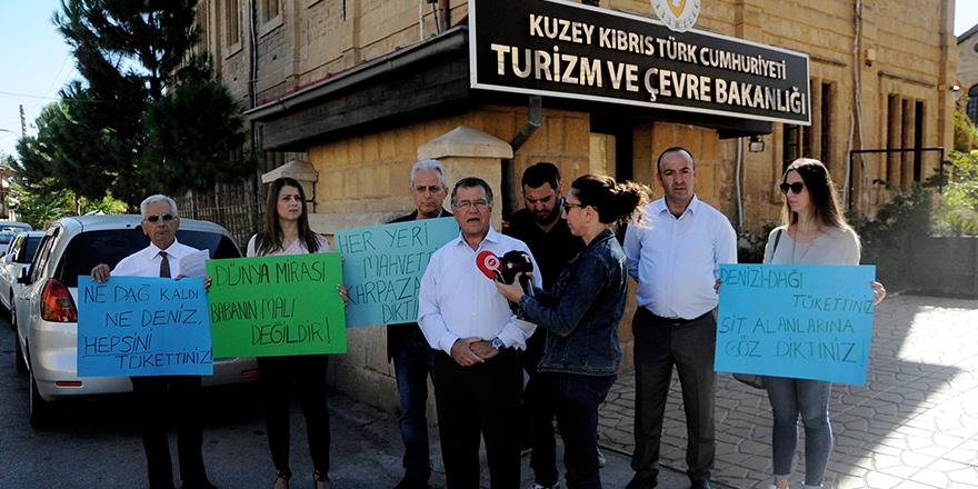 Turizm ve Çevre Bakanlığı önünde eylem