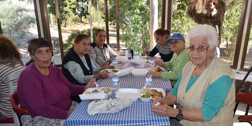 LTB, yaşlılara öğle yemeği verdi