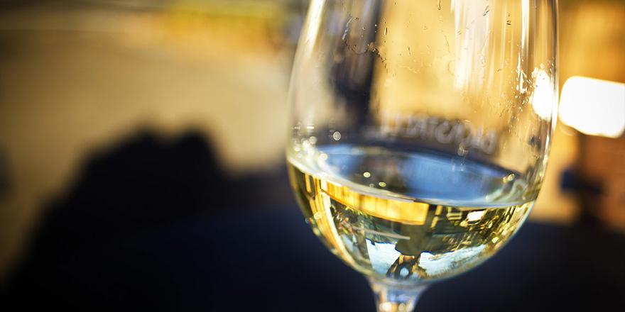Piyasaya limit üstü zirai ilaç içeren şarap sürüldü