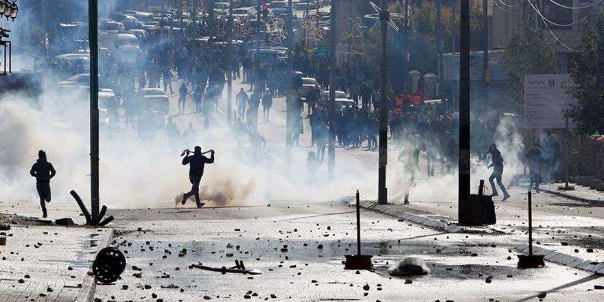 Binlerce Filistinli sokakta...