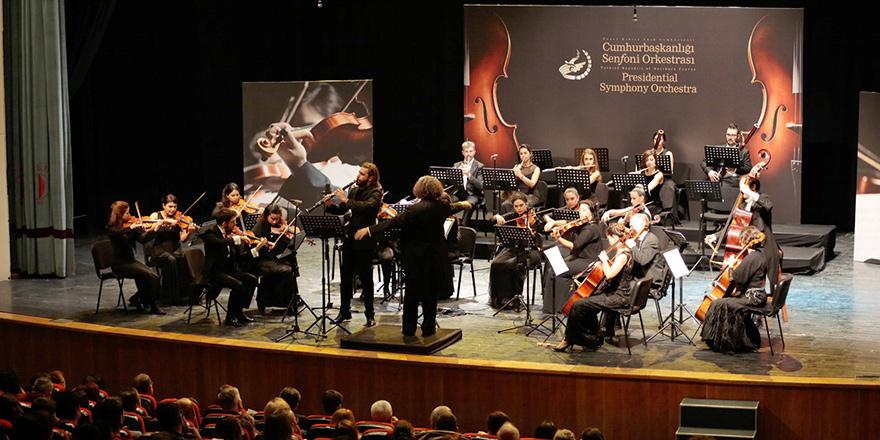 Cumhurbaşkanlığı Senfoni Orkestrası konseri büyüledi