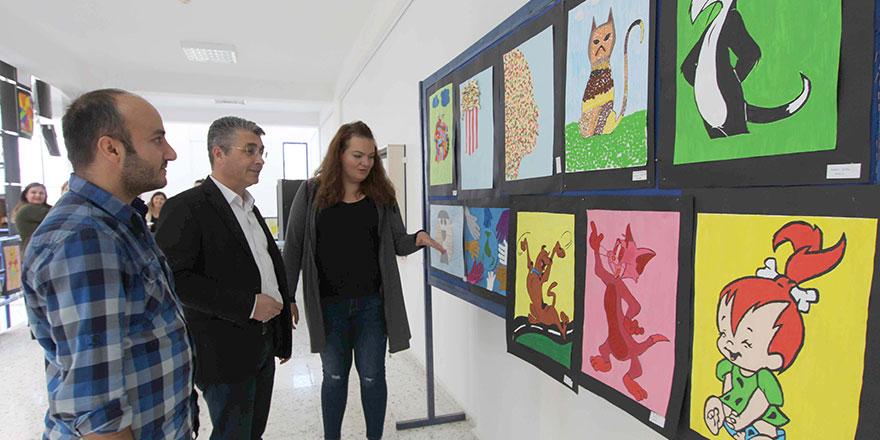"""""""Sanat İçinde Renk"""" sergisi açıldı"""