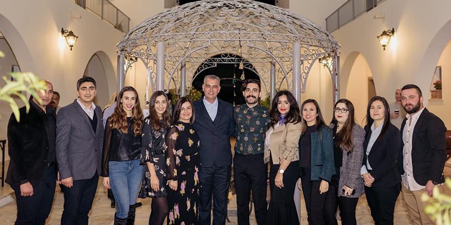Kıbrıs Town Houses avlusunda ilk buluşma