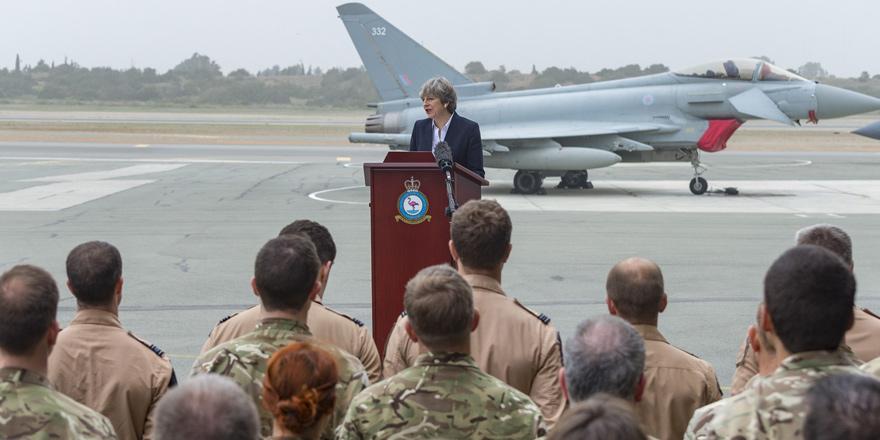 Theresa May Ağrotur Üssü'nde teşekkür etti