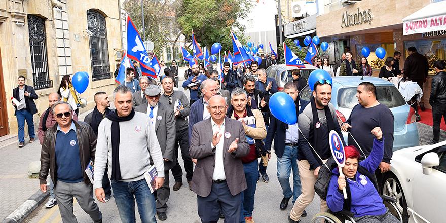 """TDP, Lefkoşa'da """"Sen de Katıl"""" yürüyüşü yaptı"""