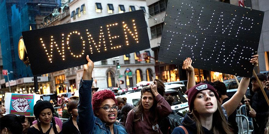 Kadınlar Donald Trump'ı protesto etti