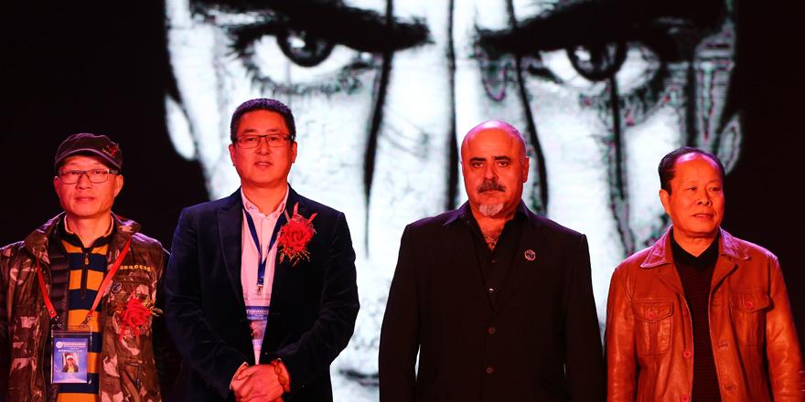 Evirgen Çin'den altın madalyayla döndü