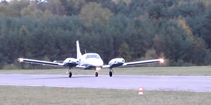 Hırsızlar para taşıyan uçağı kaçırdı