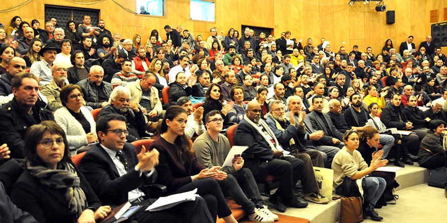 Kıbrıs Cumhuriyeti yurttaşlığı için toplandılar