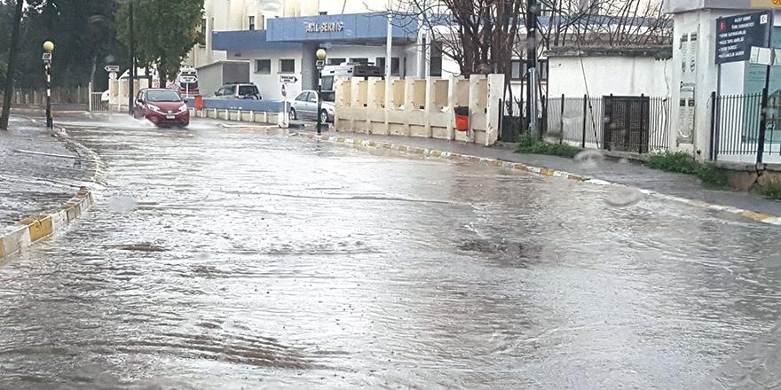 """""""Girne'de artık normal yağışlar bile sele sebep oluyor"""""""