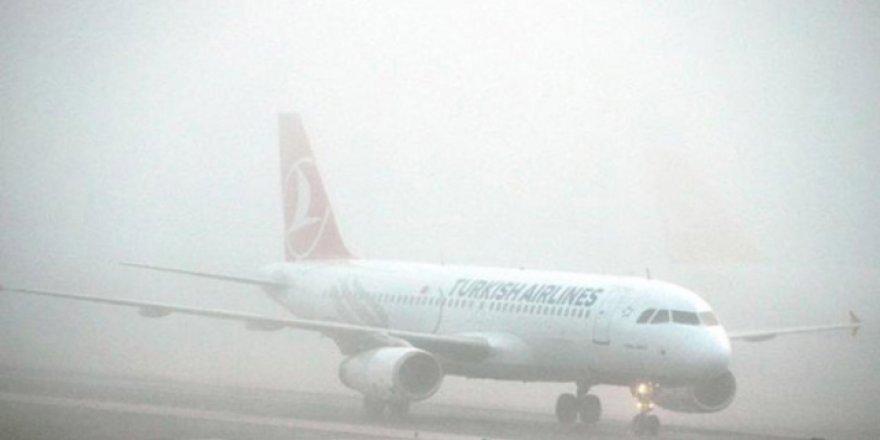 Ercan'da sis uçuşları etkiledi