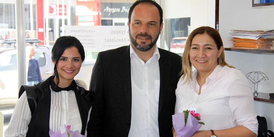 İskele Belediyesi, kadınlara çiçek dağıttı
