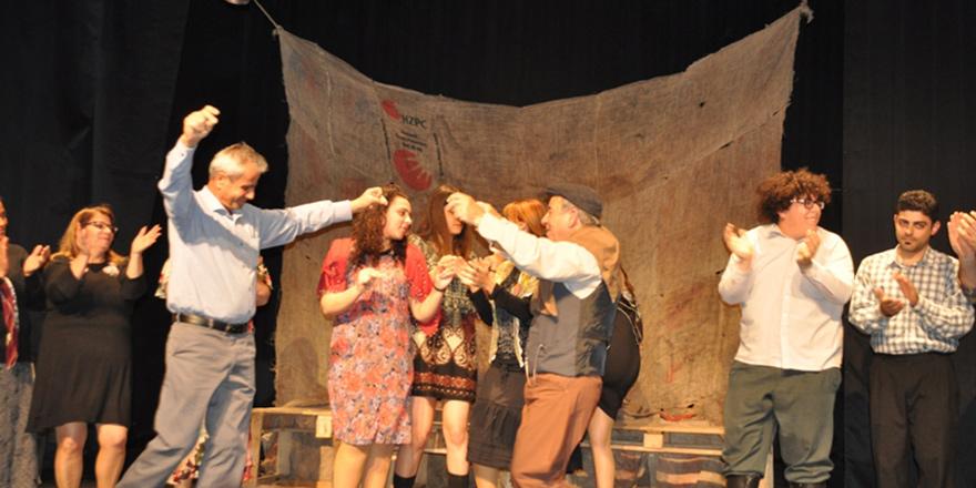 """""""Nor Betmez"""" oyunu 8. Beşparmaklar Tiyatro Festivali'nde sahne aldı"""