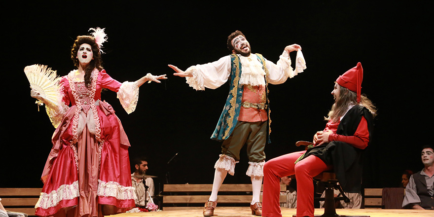 """Tiyatro Günleri, """"İki Efendinin Uşağı"""" ile başladı"""