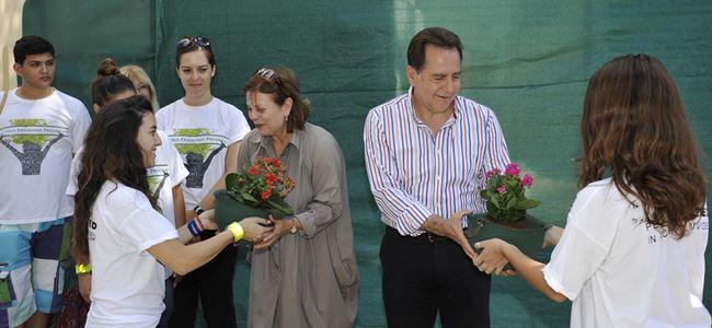 Belediye başkanlarına anlamlı çiçek takdimi