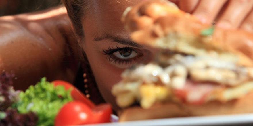 İnanılmaz ama gerçek: Kilo kaybettikçe diyetten uzaklaşanlar!