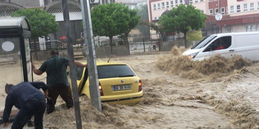 Ankara'da sel felaketi: 6 YARALI
