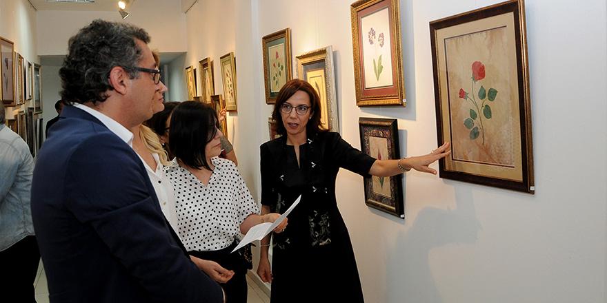 """""""Suya Düşen Damlalar"""" ebru sergisi açıldı"""