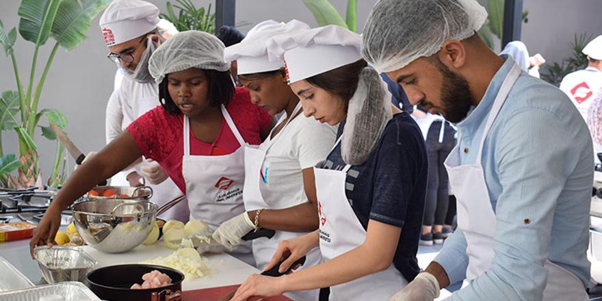 UFÜ'nde Uluslararası Yemek Yarışması