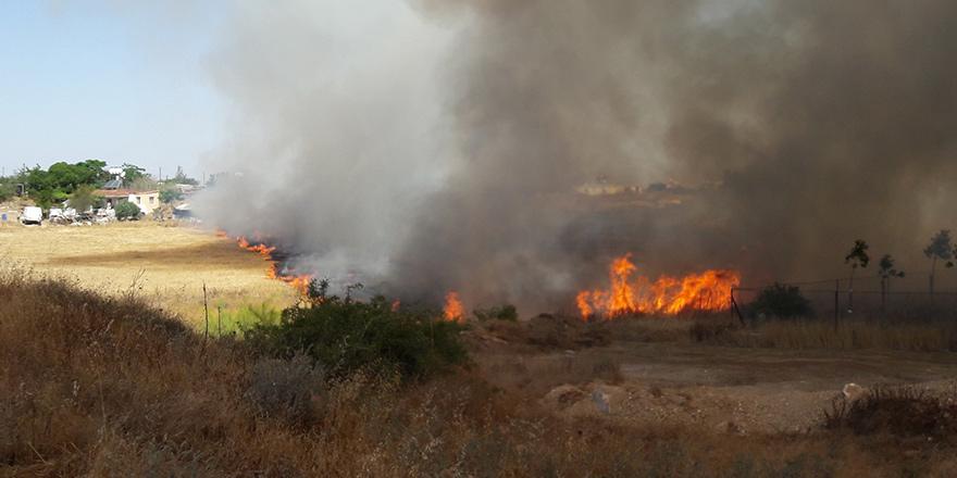 Mağusa'da arazi yangını