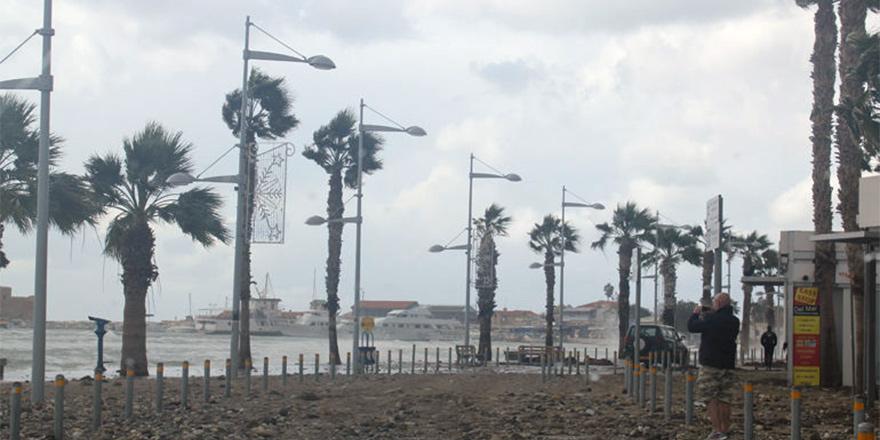 Limasol'da çıplak dolaşan adam gündem oldu