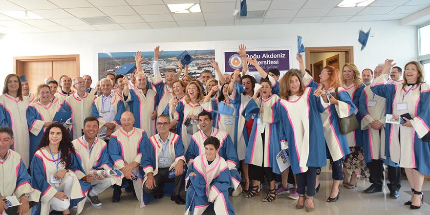 DAÜ, 25. yıl mezunlarını onurlandırdı