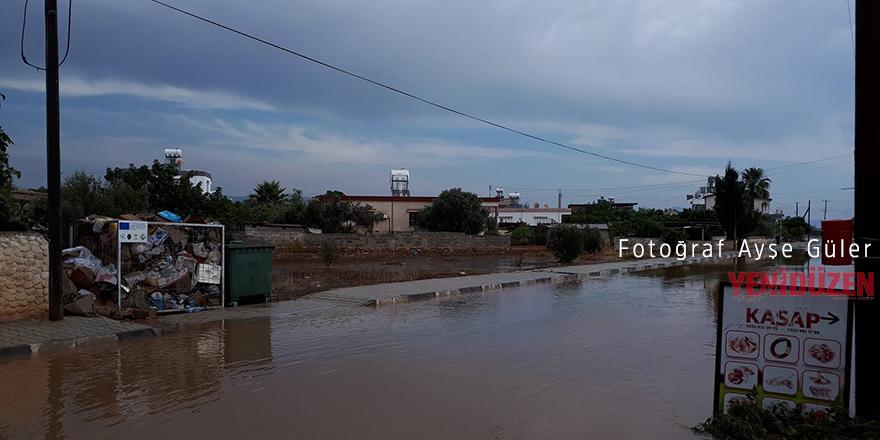 Yıldırım'da evleri su bastı