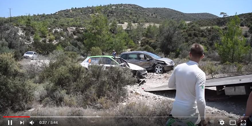 Kıbrıs Rallisi'nde özel araca çarptı