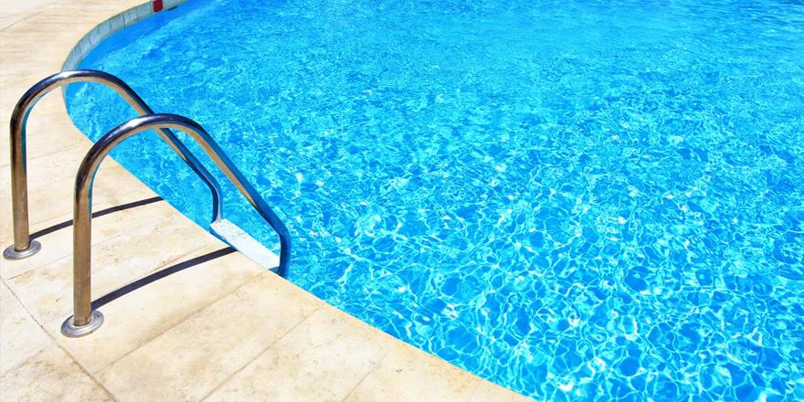 Lefkoşa'da yüzme havuzları temiz
