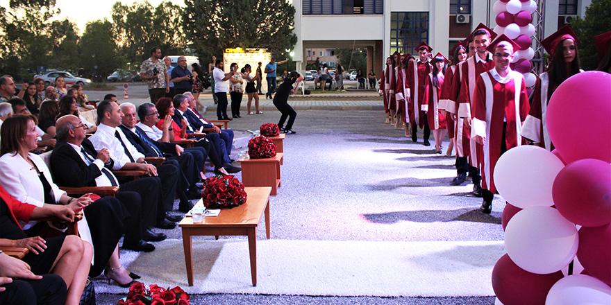 AÖA mezunları diplomalarını aldı