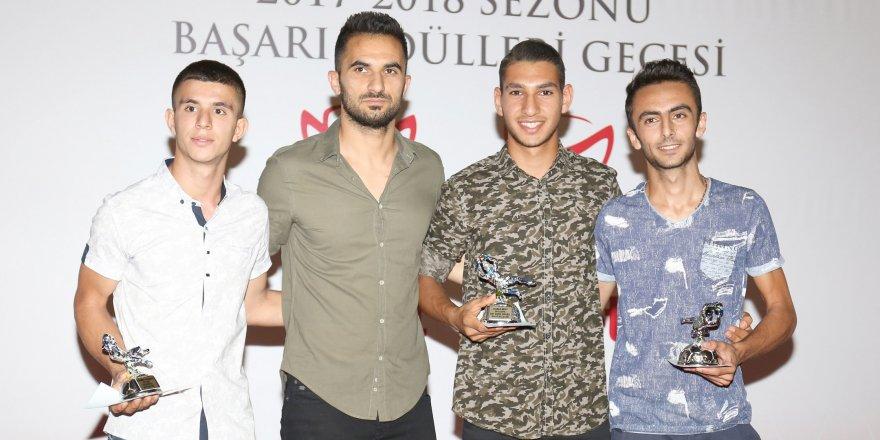 Futbolun başarılıları ödüllerini aldı
