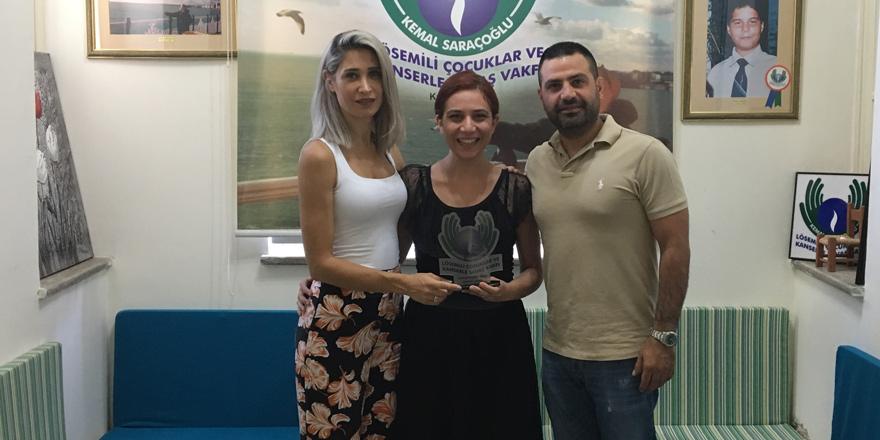 """""""30,000 Top Dondurma""""nın geliri Kemal Saraçoğlu Vakfı'na bağışlandı"""