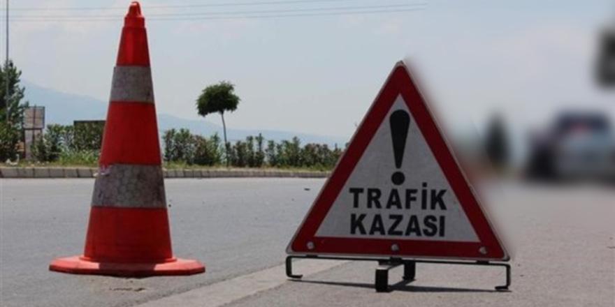 Duran araca çarptı: 1 yaralı